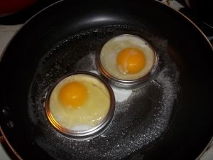 use mason jar rings to make the a perfect ring for egg sandwiches or egg Benedict.