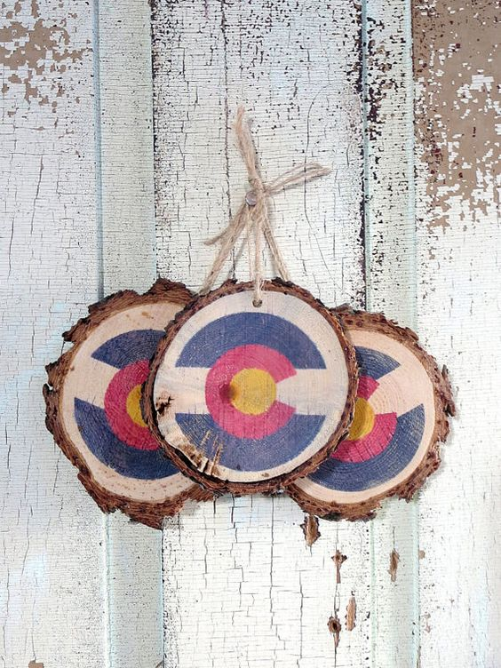 Colorado Flag Ornaments (set of 3) Representing the great state of Colorado, these ornaments are a rustic addition for your Christmas tree! Made