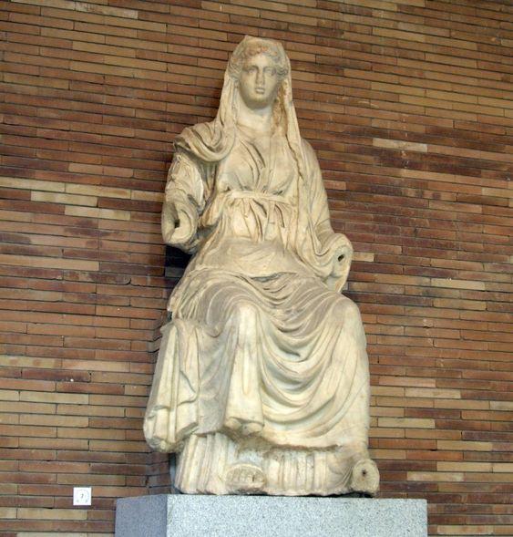 Diosa Ceres sedente. Siglo I d. C., Museo Nacional de Arte Romano de Mérida (España).