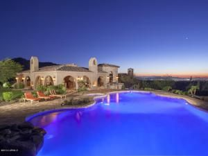 WWW.NICHOLASMCCONNELL.COM With over 20 years of experience in helping people buy and sell luxury property in North Scottsdale, Arizona.