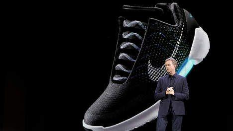 Nike gaat 'back to the future' met veters die zichzelf strikken