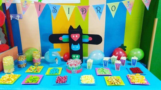 Decoración y papelería para cumpleaños infantiles. Diseños económicos y a medida!! Fiestaspersonalizadas.com #pjmasks #cumpleañospjmasks #mesadechucherías: