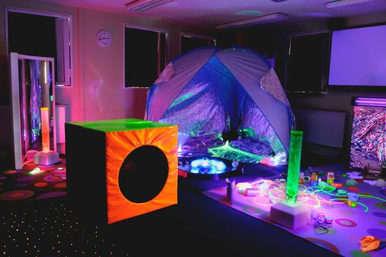 So many great features in this sensory room! Courtest of @Amy Smith Sensory - Crèche Out Repinned by @Gail Zahtz