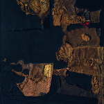 Alberto Burri. Sacco e oro, 1953. Iuta, filo, acrilico, foglia d'oro e plastica in tessuto nero, cm. 102.9 x 89.4. Collezione privata, courtesy Galleria dello Scudo, Verona © Fondazione Palazzo Albizzini, Collezione Burri, Città di Castello, Italy