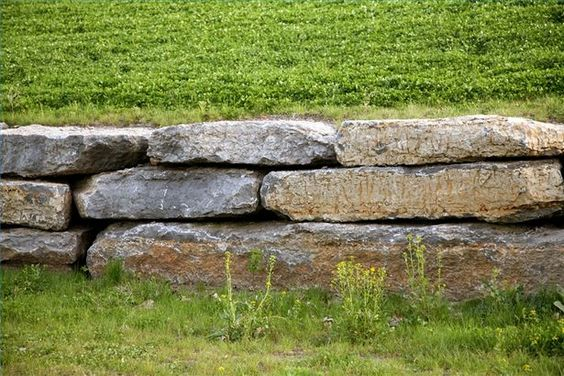 How to Build a Dry Stack Stone Wall thumbnail