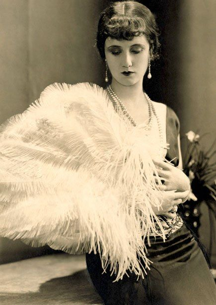 Accessories 1920's: Feather Fans - Frances Howard.