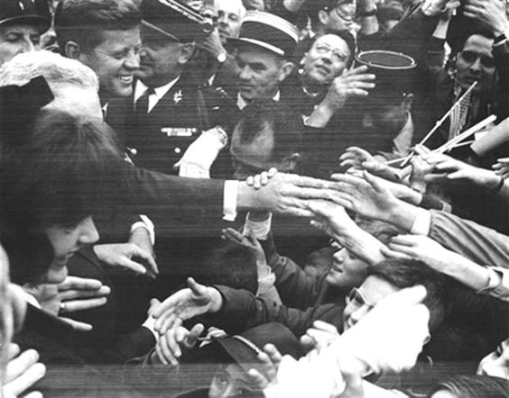 Children in Paris reach out to shake hands with U.S. President John Kennedy and Mrs. Jacqueline Kennedy, left, as the U.S. chief executive and first lady. The Kennedys leave Paris' City Hall following a reception June 1, 1961.❤✾❤✾❤❁❤❃❤❁❤ http://en.wikipedia.org/wiki/Jacqueline_Kennedy_Onassis  http://en.wikipedia.org/wiki/John_F._Kennedy