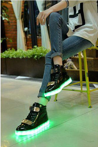 Chaussure Montante Noir Avec Zips et Plaque Metal