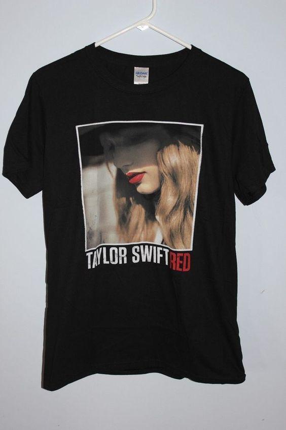 "Women's Short Sleeve "" Taylor Swift Red"" Size M Black Music Country Medium EUC #Gildan #GraphicTee"