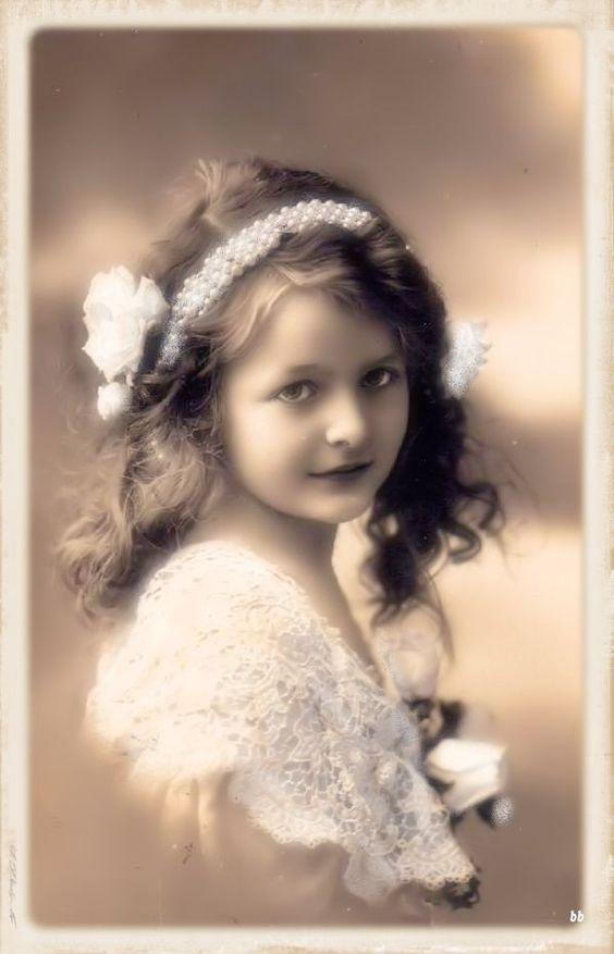 Brocante Brie, bewerkte vintage foto meisje: