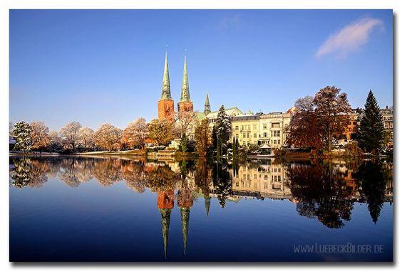 Lübeck, Mühlenteich mit Dom, Winteranfang am 8.11.2016 Germany, Luebeck, Muehlenteich with cathedral (Luebecker Dom),seen at the beginning of winter