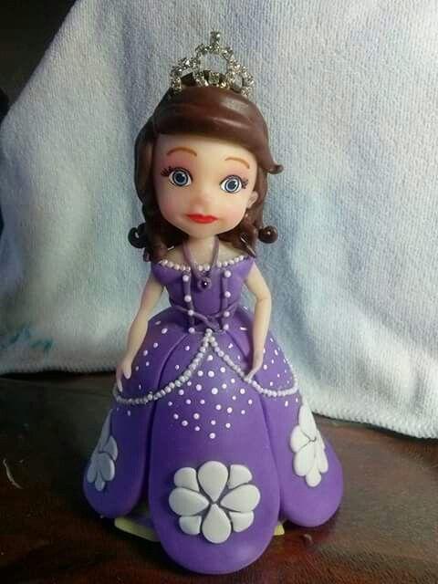 Princesita sofia en porcelana fria para adorno de torta