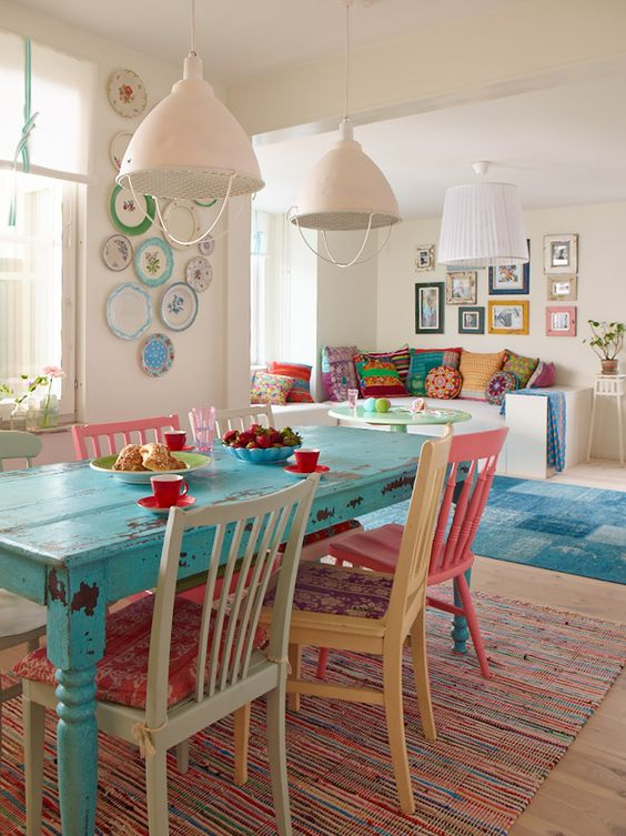 inspiration -- turquoise table (w/ mismatched chairs painted the same color):