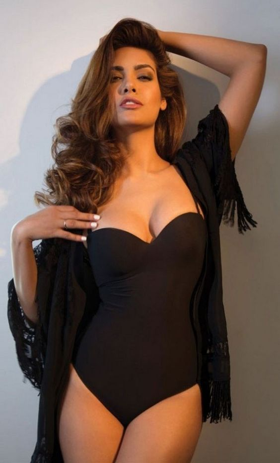 Hot Esha Gupta: