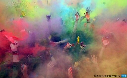 RUSSIA-FESTIVAL-COLOURS People enjoy sprinkling themselves with coloured powder during an annual Festival of Colours in Moscow on May 23, 2015. AFP PHOTO / DMITRY SEREBRYAKOV
