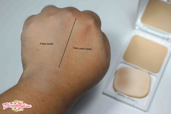 hand swatch perbandingan Fanbo Two Way Cake