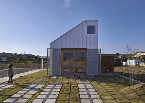 Live/Work Dog Grooming Salon by Horibe Naoko Architects - Remodelista