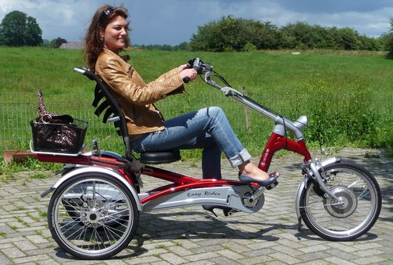 The EasyRidertricycle foradults has by itsspecialconstruction of theframe,alow step throughand a uniqueriding position.Through the semi recumbent bicycleseat positionandthelower seat you cyclein a special way.Stability ismuch higherthana conventionaltricycle,with a good back support, you areeasilycapable ofcycling long distances.