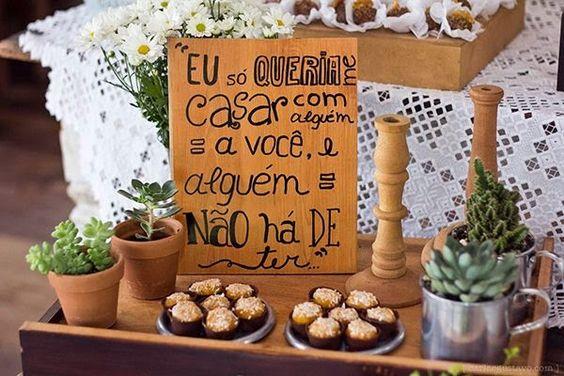 Bruna Casoto: Placas de indicação e mensagens para casamento