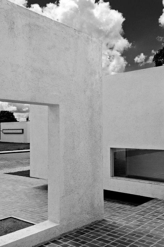 dromik:  Migliari Guimarães House / DOMO Arquitetos