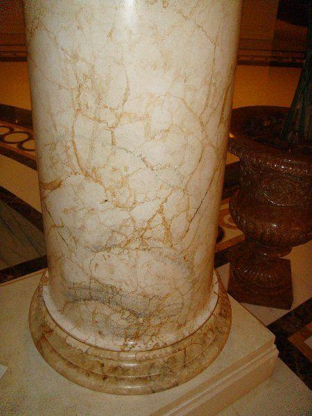 Imitaci n de m rmol en columnas del hotel hilton de toledo for Pintura para marmol