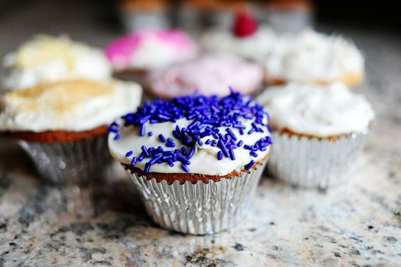 vanilla cupcakes with vanilla cream cheese icing