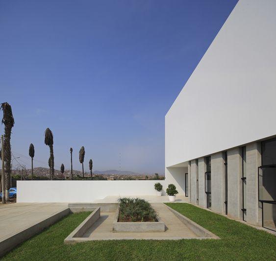 Colégio LVC / Nomena + Patricio Bryce