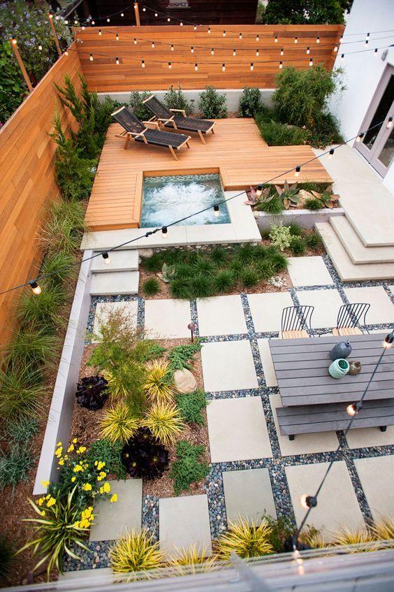 Speelse tuin met rechte lijnen