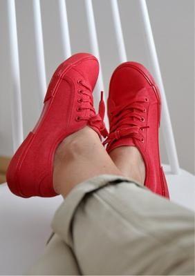 Cambiar el color de tus zapatillas con spray Pintyplus Basic 5