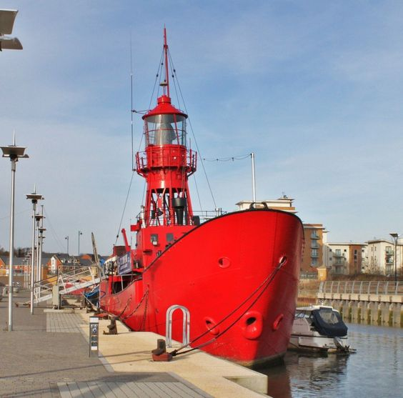 This is a floating lighthouse ship/vessel At Hythe Quay at Colchester Essex  Trinity House Lightvessel Number 16, T.S. COLNE LIGHT, is a steel lightship built by Phillip & Son Ltd., of Dartmouth in 1954
