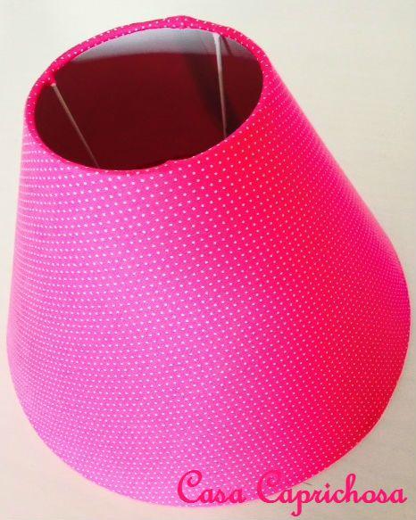 Cúpula de abajur de 25cm forrada com tecido pink de bolinhas brancas.