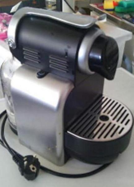 Ich verkaufe hier eine Nespresso von der Firma Delonghi  Modell: EN 95.S      XXXXXXXXXXXXXXXXXXX    Impressum  Waschmaschinenwelt Michael Möller Tel. 015234279121 Ostpreussenring 4 23569 Lübeck (Kücknitz) Mail: moellers@waschmaschinenwelt.de  Steuer ID 97 203 811 458 (Finanzamt Lübeck)