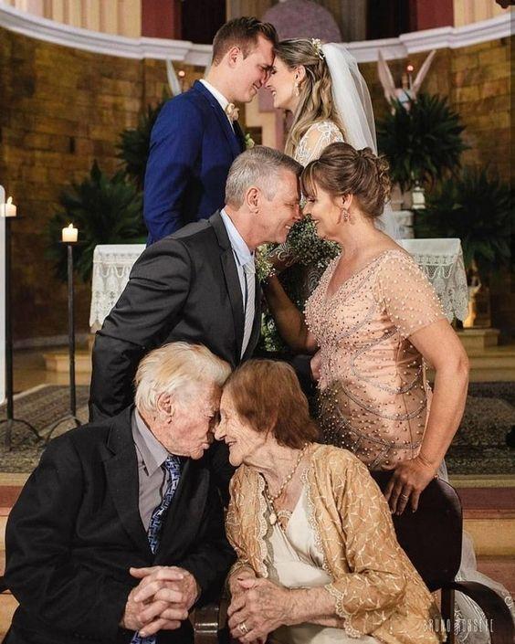 Wedding photo ideas- with your mom and grandma #weddings #weddingphotos#weddingideas #weddinginspiration #deerpearlflowers #wedding #photography