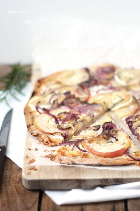 Dreierlei Liebelei: Flammkuchen mit Apfel, Ziegenkäse und roten Zwiebeln {Ordentlich kochen}