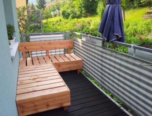Diy Holzdeck Bank Auf Dem Balkon Balkon Bank Holz In 2020 Douglasie Holz Kleine Terrasse Design Balkon Bank