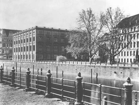 1930 Der Schinkelplatz