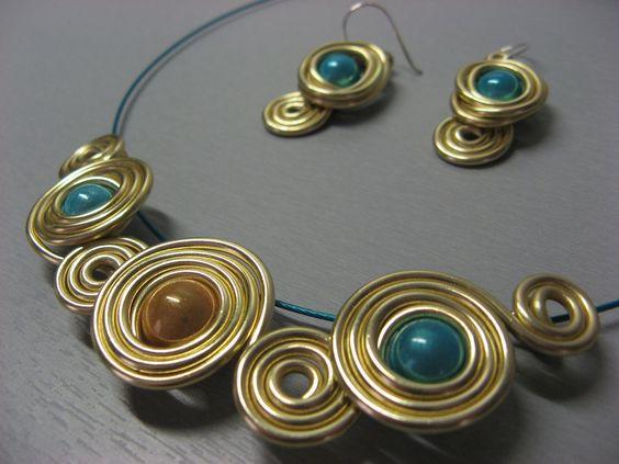 """Collier plastron fantaisie """"Galaxie"""" doré et bleu ciel : Collier par les-bijoux-d-anso"""