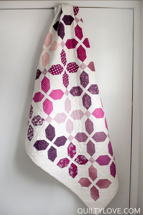 Quilty Love | The VandCo Simply Colorful flower petal quilt | http://www.quiltylove.com: