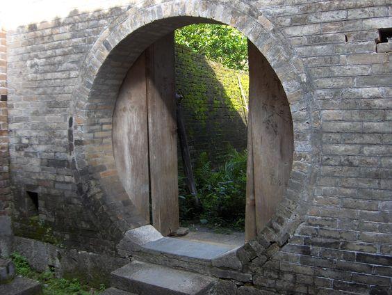 Porta de pedra.