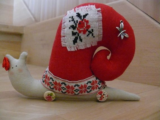 Lovely Mrs. Snail decorated by embroidery.Tilda snail by UkropMade