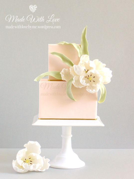 White Tulip e bolo de pêssego