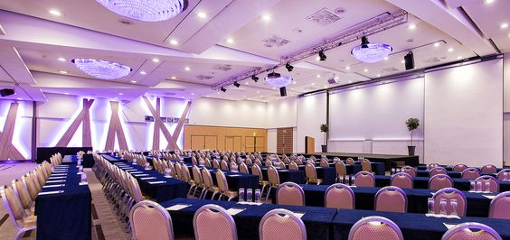 Events and conferences for over 1,000 persons! 18 conference and function rooms are spread over a total area of 1,750 square metres. Whether for a congress, banquet or trade fair: The 960 square-metre ballroom caters for events of any nature and has space for up to 1,000 persons. t is also possible to divide the room for smaller events of up to 520 guests.