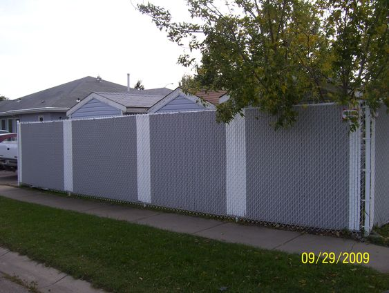 Privacy slats chain link fence