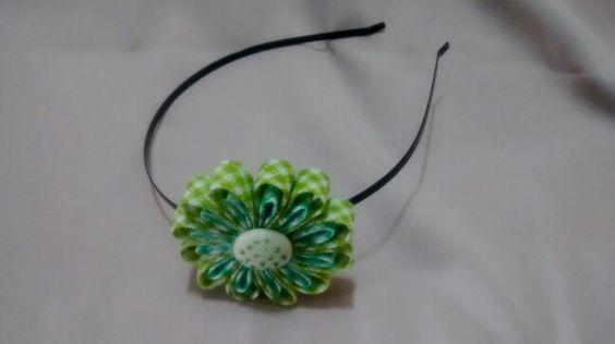 Tiara flor de viés verde
