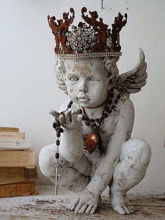 Statue ange fleuri porte rouillée couronne française Santos en détresse ange…