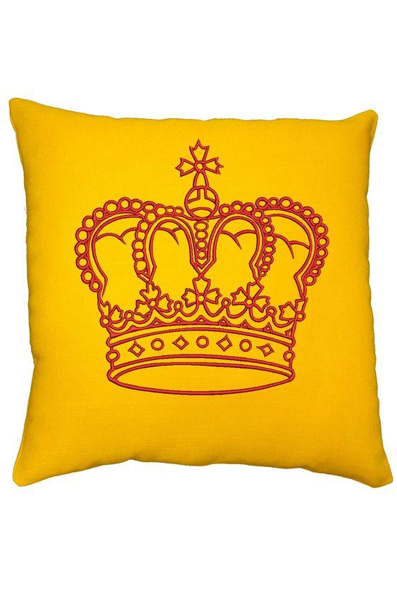 Подушки с вышивкой с короной