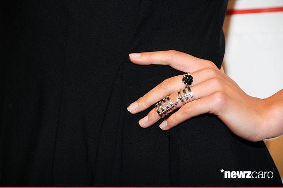 Modelo Constanza Jablonski, el detalle del anillo, asiste a 2.015 Gordon Parks Foundation Premios Cena y Subasta en Cipriani Wall Street el 2 de junio de 2015, de la ciudad de Nueva York. (Foto por Desiree Navarro / WireImage)