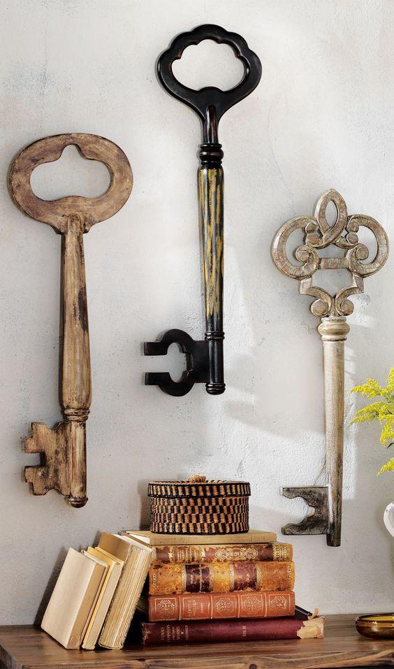 Wall Decor Vintage Keys : This set of three vintage inspired wooden keys definitely