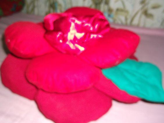 Almofada feita apartir de Retalhos, pra minha filha, faço sob encomenda varios modelos.