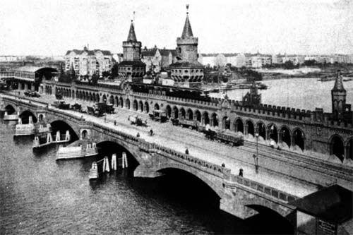 Die Oberbaumbrücke um 1910, im Hintergrund der Bahnhof Stralauer Tor.